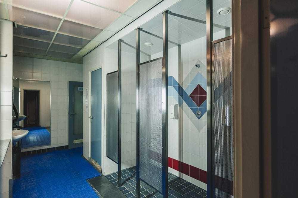cabine to shower